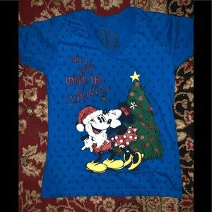 Disney Christmas tee shirt Adult Medium
